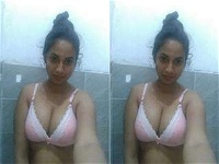 Today Exclusive- Cute Lankan Girl Showing Her Nude Body And OutDoor Bathing Part 1