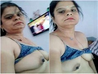 Today Exclusive- Horny Bhabhi Showing Her Boobs and Pussy
